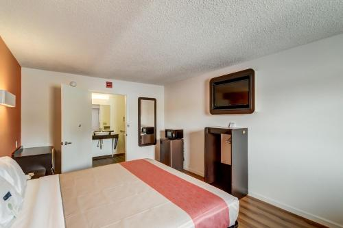 Motel 6 Berea - Berea, KY 40403