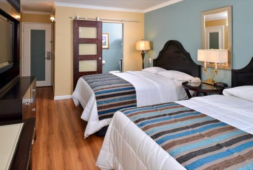 Marina Village Inn Photo