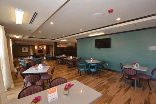 Comfort Inn & Suites Newcastle - Oklahoma City Photo