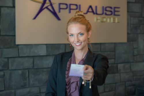 Applause Hotel Calgary Airport - Calgary, AB T2E 7Y5