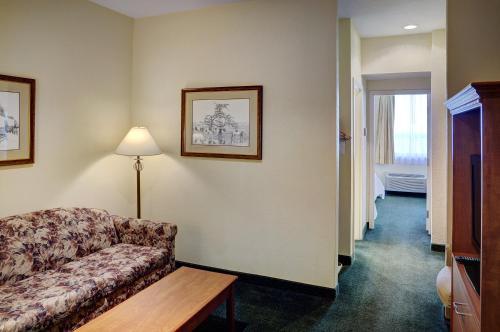 Lakeview Inns & Suites   Okotoks