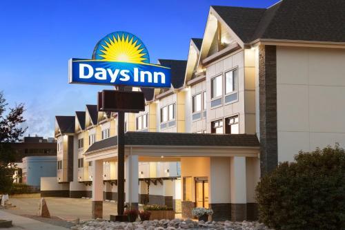 Days Inn Calgary Northwest Photo