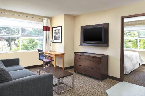 Four Points By Sheraton Surrey - Surrey, BC V4N 5C2