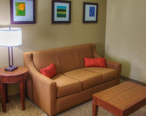 Comfort Suites Plymouth Photo