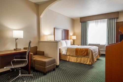Comfort Inn & Suites Oakland Airport Photo