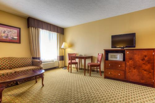 Comfort Inn Henderson - Henderson, KY 42420