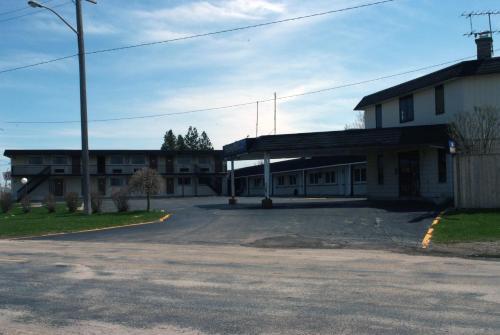 Fairway Inn & Suites - Kitchener, ON N2A 1A8