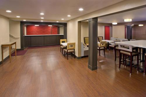 Red Lion Inn & Suites Federal Way - Federal Way, WA 98003