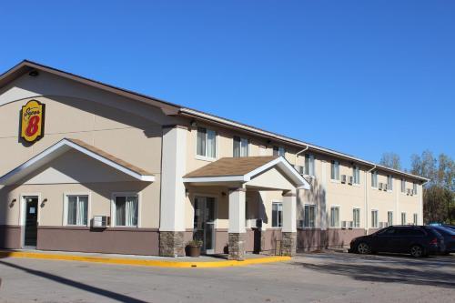 Super 8 By Wyndham Grand Forks - Grand Forks, ND 58203