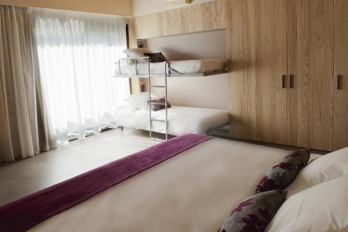 Superior Triple Room Hotel El Molí 14