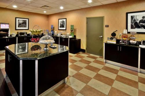 Hampton Inn & Suites Richmond/Virginia Center photo 4