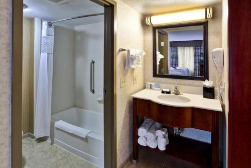 Hampton Inn & Suites Richmond/Virginia Center photo 13