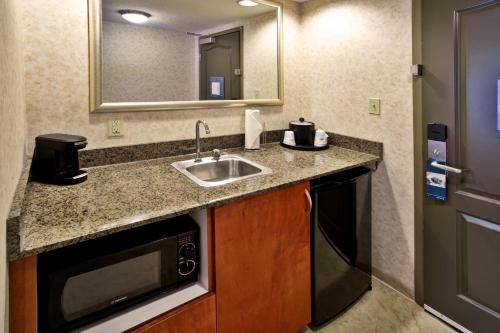 Hampton Inn & Suites Richmond/Virginia Center photo 14