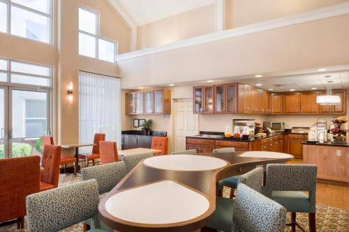 Homewood Suites by Hilton Toledo-Maumee Photo
