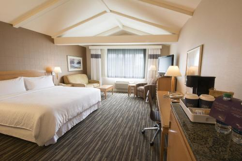 Four Points by Sheraton Melville Long Island Photo