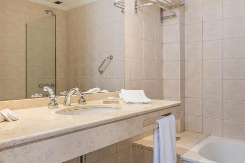 Loi Suites Esmeralda photo 17