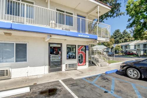 Motel 6 Stockton North Photo