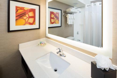 Holiday Inn Milwaukee Riverfront Photo