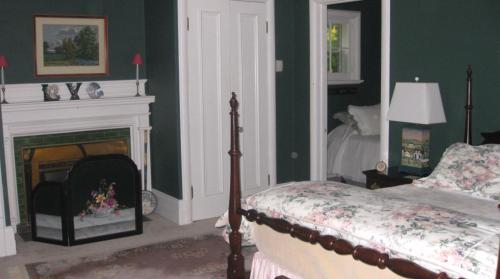 Richmond Manor Bed & Breakfast - Barrie, ON L4M 1J6