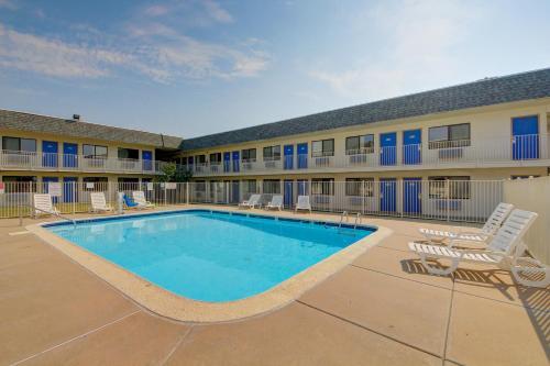 Motel 6 Wichita Airport - Wichita, KS 67209