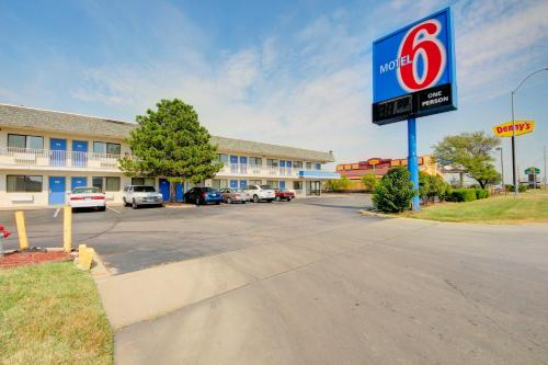 Motel 6 Wichita Airport Photo