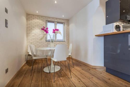 charmant appartement sur les quais de strasbourg location saisonni re 3 rue saint guillaume. Black Bedroom Furniture Sets. Home Design Ideas