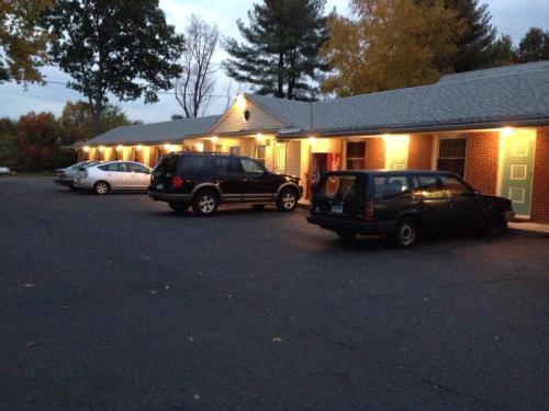Twin Spruce Motel - Berlin, CT 06037