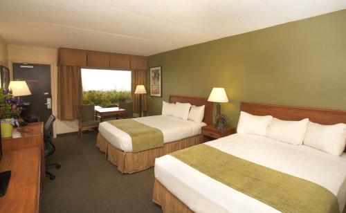 Edgewater Resort And Waterpark - Duluth, MN 55812