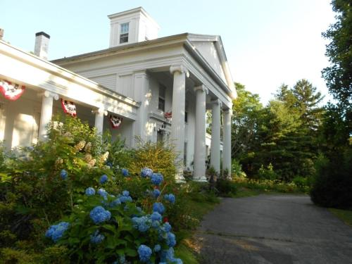 House Of 1833 Bed And Breakfast - Stonington, CT 06355