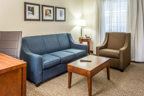 Comfort Suites Fredericksburg South Photo