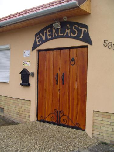Everlast impression