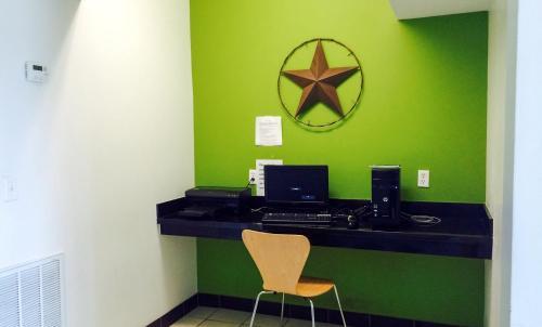 Studio 6 Orange - Orange, TX 77632