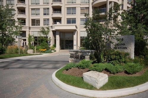 Elite Suites - Lake View Luxury Condo - Mississauga, ON L5B 0E1