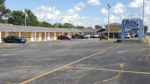 Chief Motel - Keokuk, IA 52632