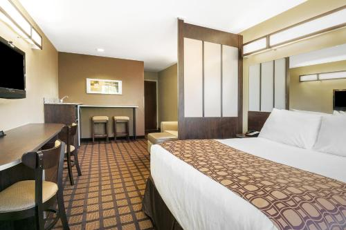 Microtel Inn & Suites by Wyndham Austin Airport photo 5