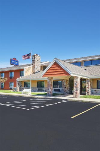 Americinn Lodge & Suites Elkhorn Photo