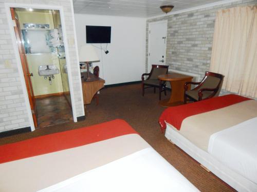 Motel Nicholas - Omak, WA 98841