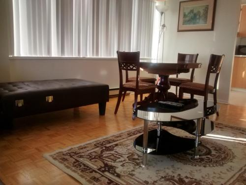 Toronto Furnished Living-gerard - Toronto, ON M5B 2M2