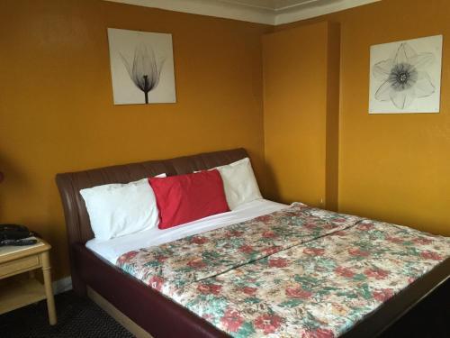 Mayflower Motel Photo