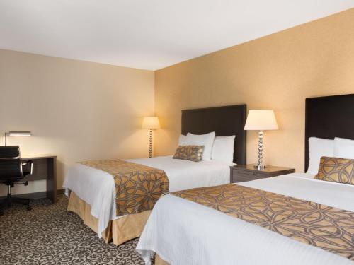 Travelodge Fallsview Hotel Photo