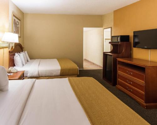 Quality Inn and Suites Goodyear Photo