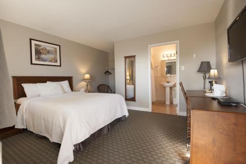 Bluenose Inn & Suites Photo