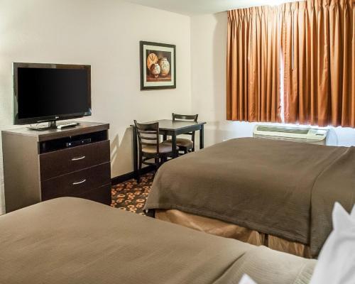 Econo Lodge Inn & Suites Santa Fe Photo