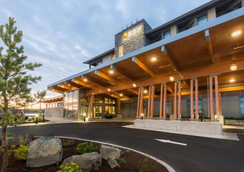 Comfort Inn & Suites Campbell River - Campbell River, BC V9W 2C9