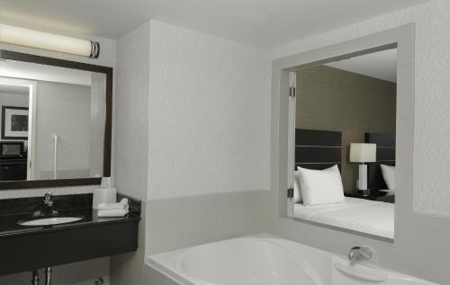 Embassy Suites By Hilton Niagara Falls Fallsview Hotel In On Canada