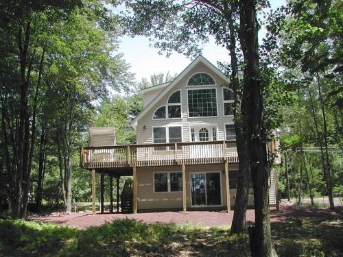 Pocono Lakefront House - Pocono Lake, PA 18347