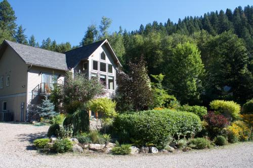 Windborne Bed & Breakfast - Castlegar, BC V1N 4V4