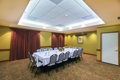 Country Inn & Suites by Radisson, Harlingen, TX Photo