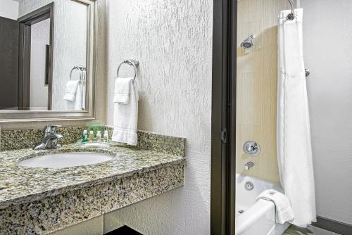 Holiday Inn Houston SW-Near Sugar Land Photo