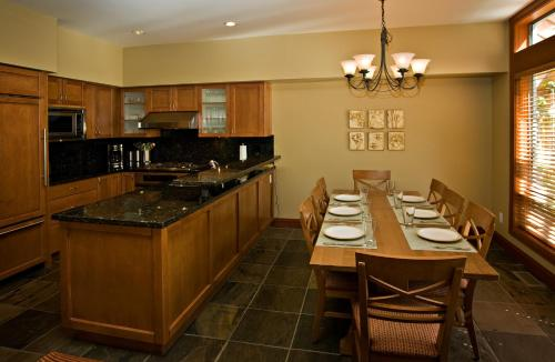 Montebello Ii By Westwind Properties - Whistler, BC V0N 1B4